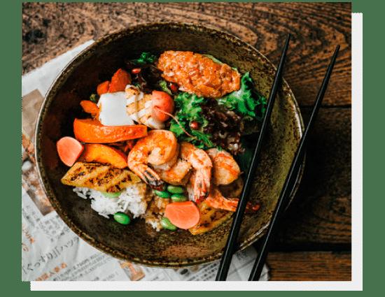 Dania kuchni japońskiej. Krewetki, burgery, sezonowana wołowina. Photo by Nat Kontraktewicz - https://kontraktewicz.com/